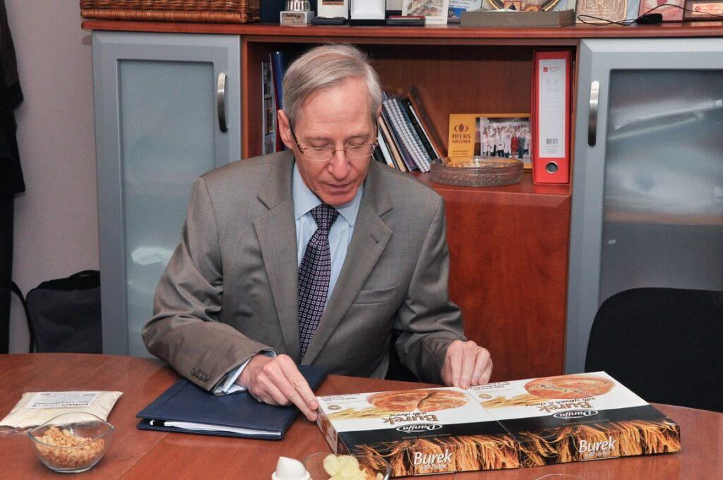 Poseta Ambasadora SAD gospodina Majkl Kirbi slika 2 │ Fabrika pekarskih proizvoda Danija