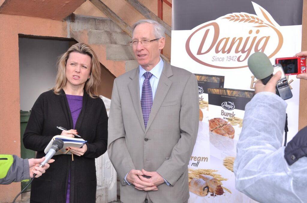 Poseta Ambasadora SAD gospodina Majkl Kirbi slika 6 │ Fabrika pekarskih proizvoda Danija